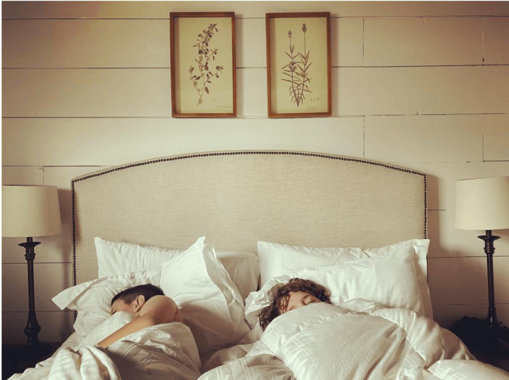 couple-sleeping-1024x766
