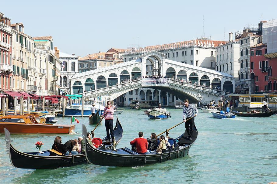 venice-canale-grande-gondolas